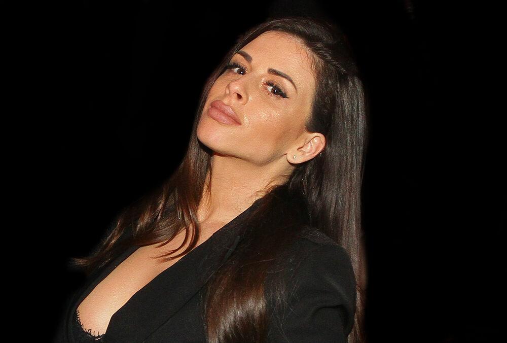 (VIDEO) USIJAO SE INSTAGRAM ZBOG NJENOG TELA: Ana Sević pozirala u seksi bikiniju, a onda imala bliski susret sa ajkulama!