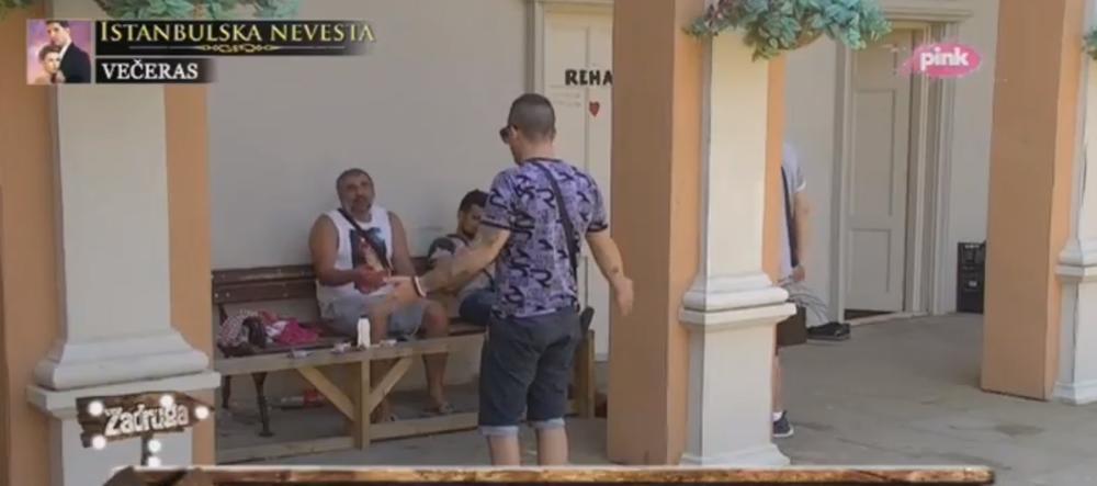 (VIDEO) ŽESTOKA SVAĐA MIKIJA I BANETA ČOLAKA: Letelo perje! Ti si ku.va!