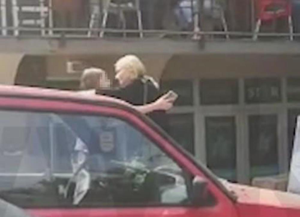 (KURIR TV) DIRLJIV SUSRET NA PUTU DO SUDA: Nataša pošla da da iskaz o nasilju, a u zagrljaj joj je poletela UPLAKANA DEVOJČICA!