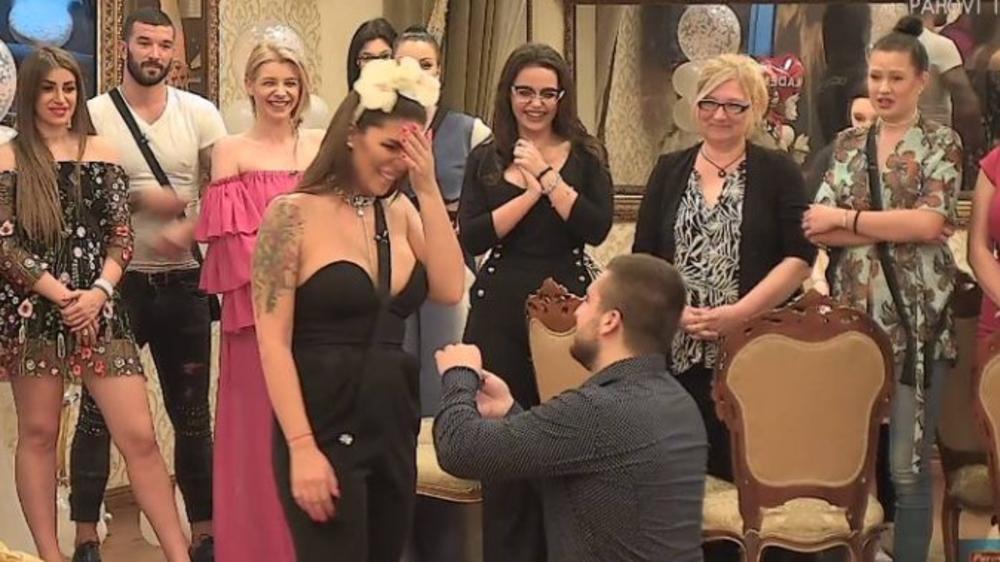SVADBA U PAROVIMA! Nina i Mladen se spremaju za venčanje, evo šta je Vuletić uradio čim je ustao! (FOTO)