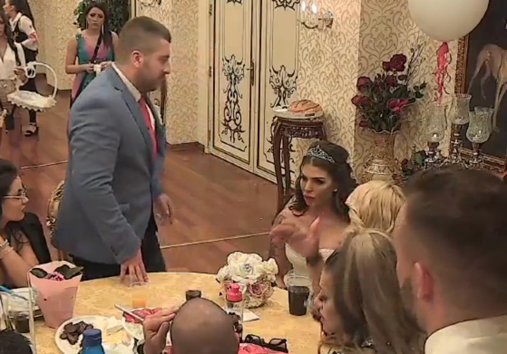 POČELI DA PRISTIŽU GOSTI, NIKO IM NIJE REKAO DA STRAŠNU ISTINU: Nina čvrsto odlučila, svadbe NEĆE BITI! (FOTO)