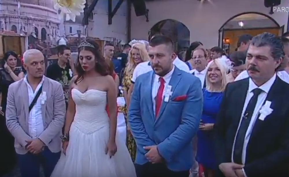 I ONA SE POJAVILA MEĐU ZVANICAMA: Trudna voditeljka ZASIJALA na venčanju! (FOTO)