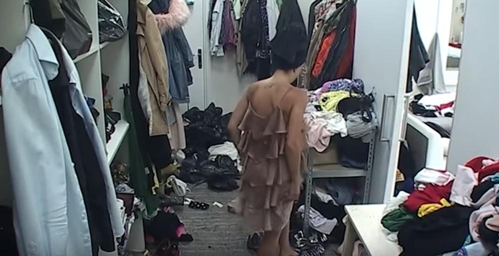 POKAZALA PREVIŠE: Dok se Kija presvlačila, kamera je SNIMILA SVE! SEVALE GRUDI! (VIDEO)