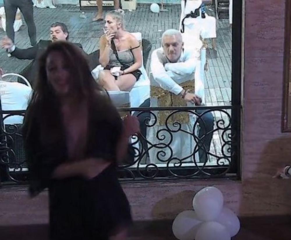 GASTOZ CELU NOĆ NIJE SKIDAO POGLED S NJE: Teodoru je ODGURNUO od sebe i dok je ONA zanosno plesala on je BULJIO...(FOTO)
