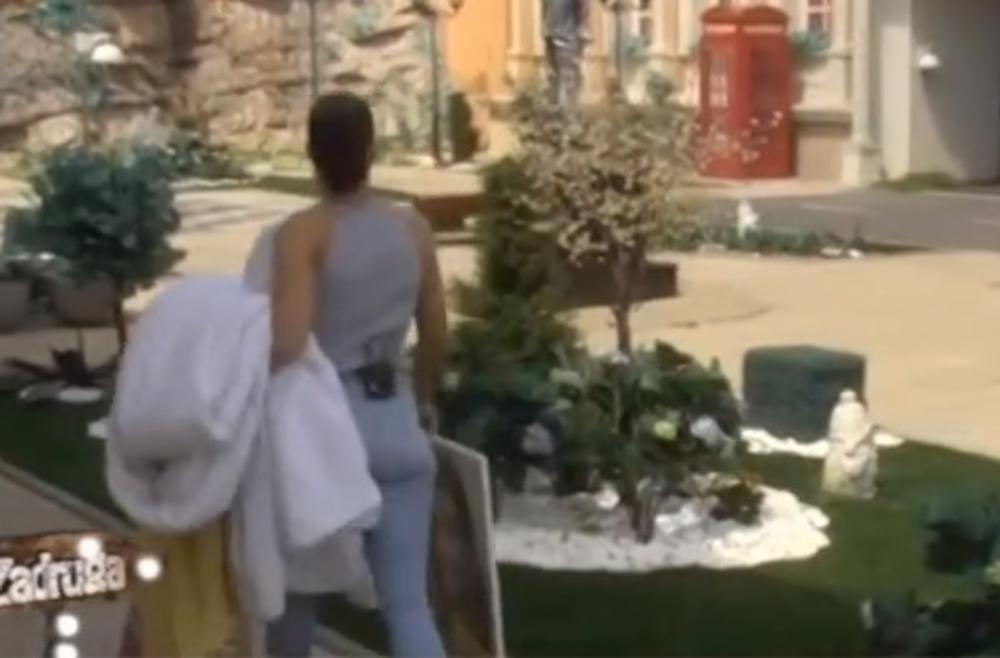 ONA SE VRATILA U RIJALITI: Odmah je došla do Đeksonovog kreveta, a evo šta je reper uradio! (VIDEO)