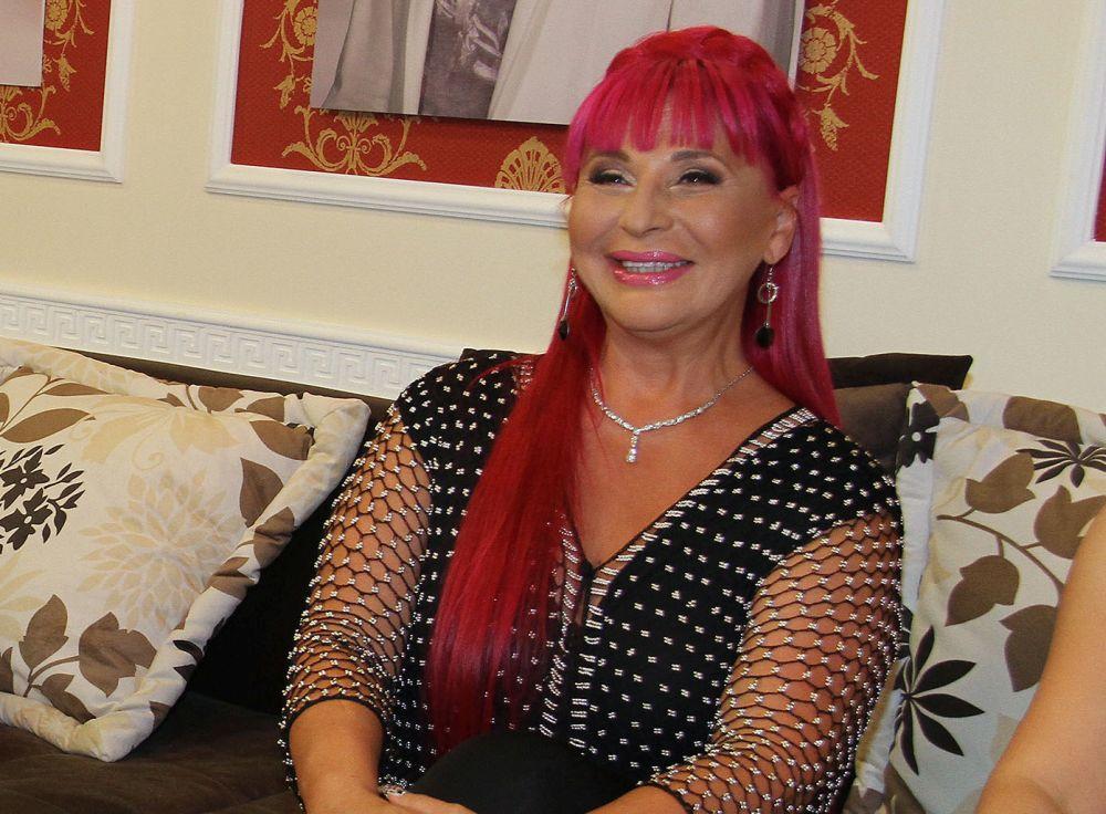 RASKOŠNO SLAVLJE U DOMU ZORICE BRUNCLIK: Ovako poznata pevačica dočekuje goste na Svetog Nikolu! (KURIR TV)