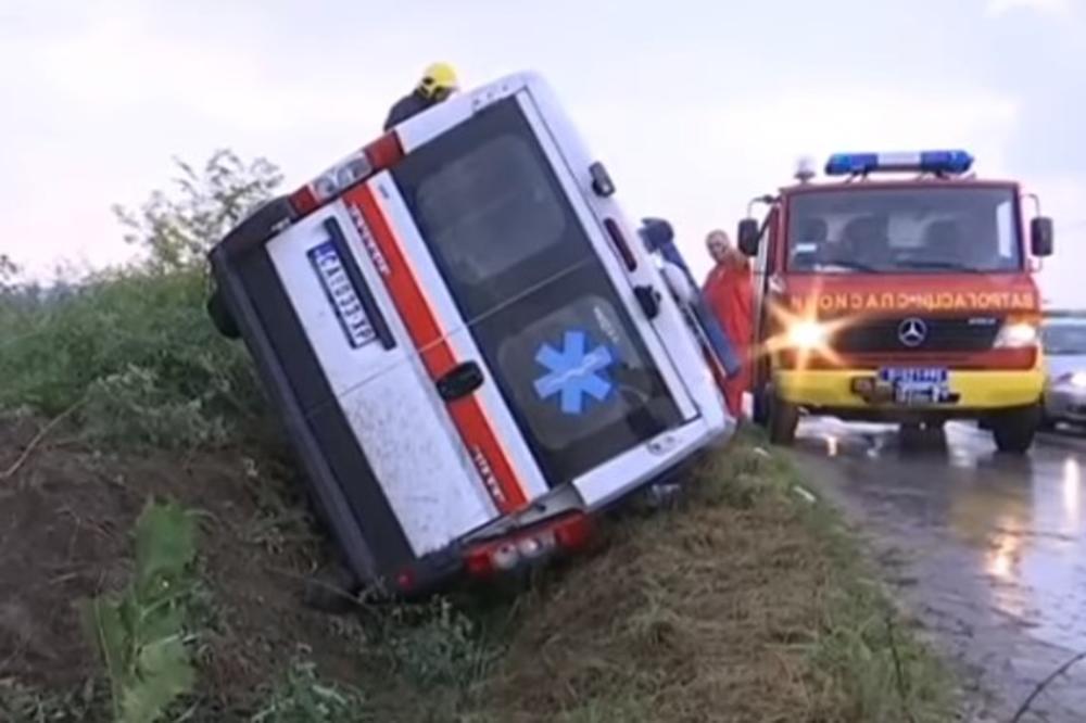 HAOS U VRANIĆIMA: Prevrnulo se vozilo Hitne pomoći, ŠEST OSOBA POVREĐENO (VIDEO)