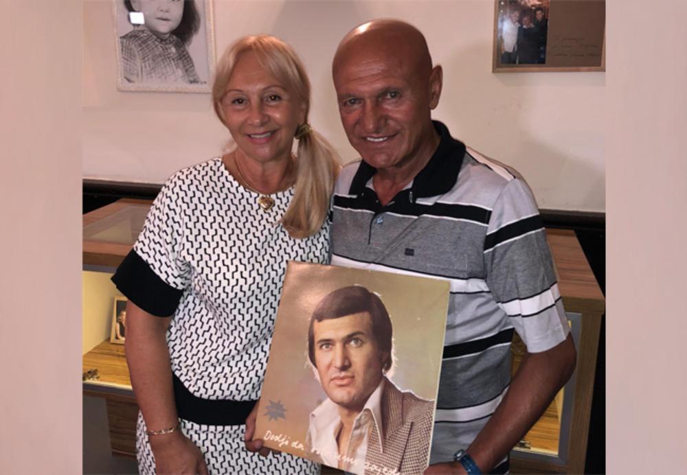 ŠABAN I GOCA ŠAULIĆ POSETILI LUKU U BELGIJI: Kod unuka slavili 43. godine braka! (FOTO)