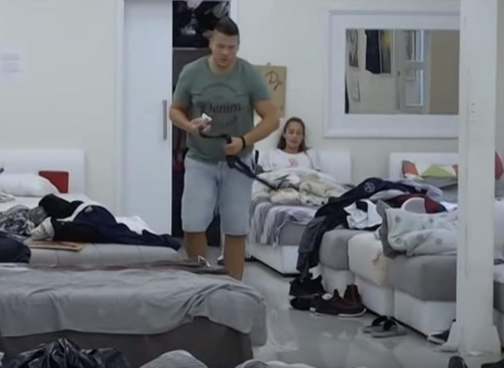 NE STIŠAVAJU SE VARNICE: Nakon što je Kija šamarala muža,  pevača NAPALA i Luna! Mene može da odgurne, sa njom ne sme! On BESAN napustio sobu! (VIDEO)