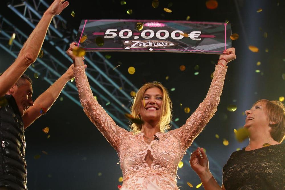 Pobednica ZADRUGE KIJA RAZBUCALA KONKURENCIJU I ODNELA 50.000 €: Otkrila šta će biti sa brakom sa Slobom i kako će potrošiti nagradu! (VIDEO)