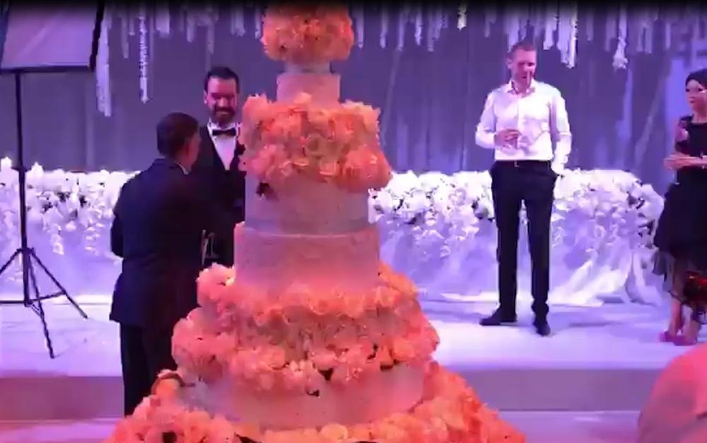 KURIR EKSKLUZIVNO! Pogledajte kako izgleda raskošna svadbena torta od 10 spratova na svadbi decenije! (KURIR TV)