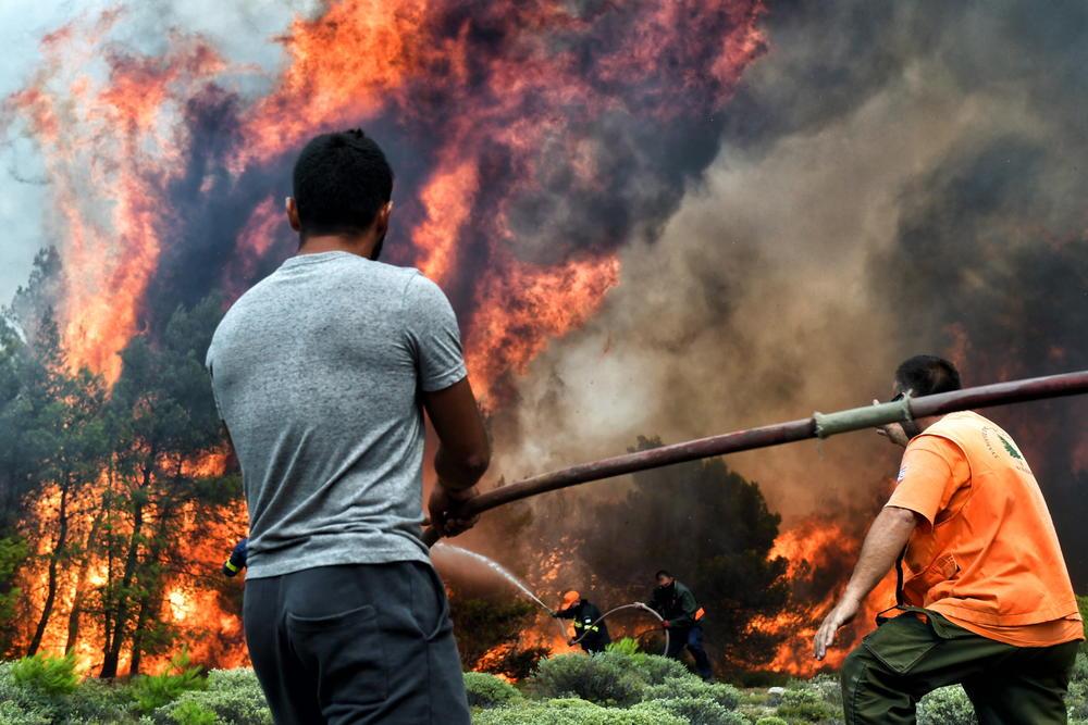 <p>Požari u Kineti i Kalitehnopulisu na Atiki već treći dan tinjaju.</p>