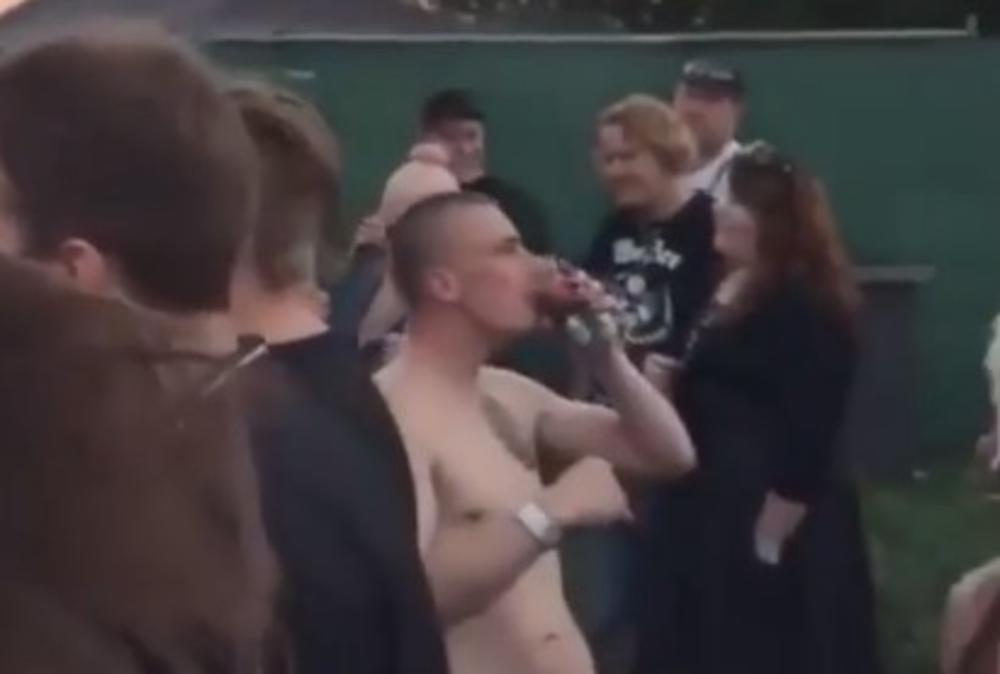 NADA TOPČAGIĆ ŠIRI LJUBAV! Dok je pevala fan se skinuo go, devojka kleknula... SVI U ŠOKU ŠTA MU JE RADILA! (VIDEO 18+)