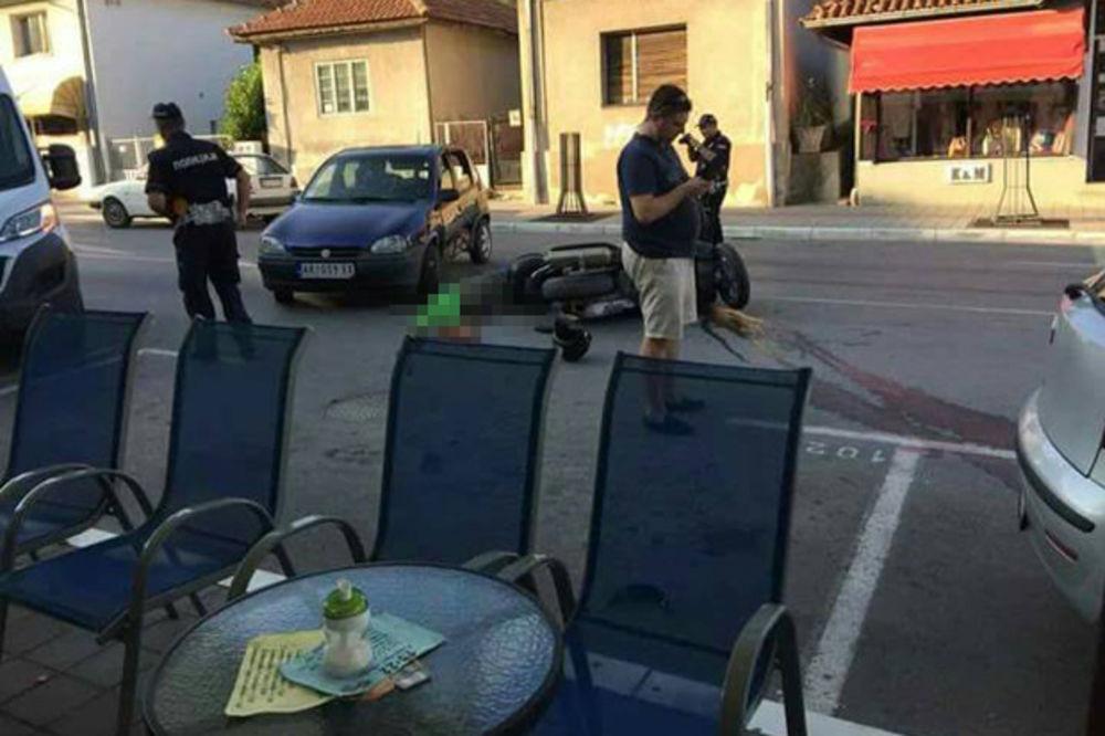 TEŠKA NESREĆA U CENTRU ARANĐELOVCA: Skuter naleteo na auto, poginuo muškarac (45) UZNEMIRUJUĆI FOTO