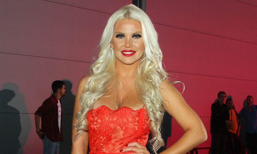 NEĆETE JE PREPOZNATI: Na njen atraktivan izgled pala je Matora, ali nije uvek bilo tako! Evo kako je izgledala pre plastičnih operacija (FOTO)