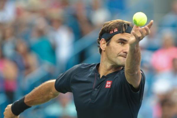 NIJE SE NI OZNOJIO: Gofan predao mec Federeru! O finalu sa Novakom Svajcarac je imao PAR RECI (VIDEO)