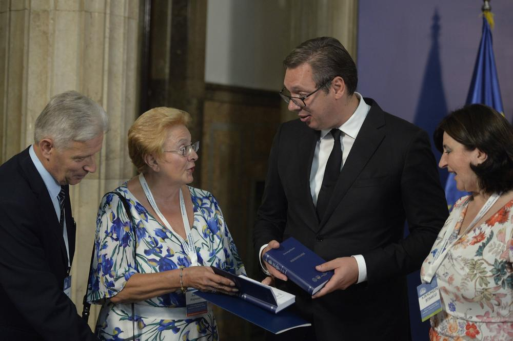 VUČIĆ HAS HAPPENED SLAVISTE: today, when everything is reduced to 140 characters, it is time for a new Enlightenment (PHOTO)
