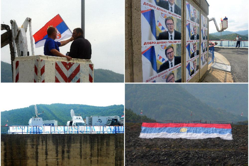 NA GAZIVODAMA MIRNO, ČEKA SE PREDSEDNIK: Na brani velika zastava Srbije, među okupljenima i Radomir! Kaže, došao da vidi Vučića (KURIR TV)