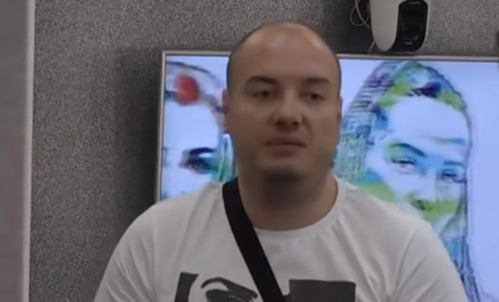 BEZ SILIKONSKIH USANA I SA KOSOM: Mirko Gavrić je nekada izgledao totalno drugačije, niko ne bi rekao da je OVO on! (FOTO)
