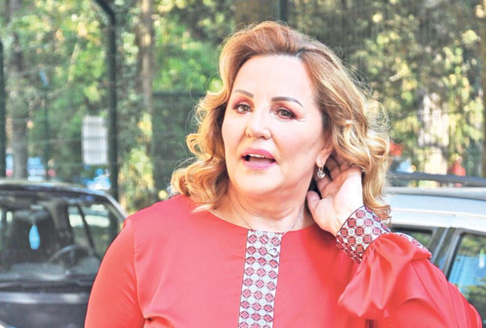 ANA BEKUTA NIKAD ISKRENIJA I BRUTALNIJA: Bez dlake o kolegama, starletama, nije poštedela ni Mrku, a kad Viki Miljković čuje šta o njoj misli, nastaće HAOS!