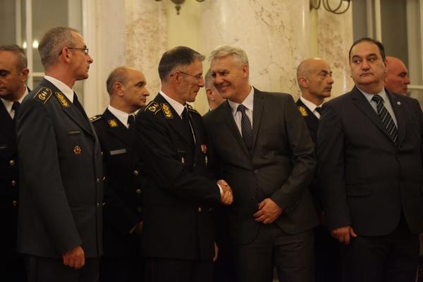 KO SU NOVI OFICIRI NA CELU VOJSKE SRBIJE: General Zoran Stojkovic na celu Vojne obavestajne, pukovnik Djuro Jovanic vodi Vojno bezbednosnu agenciju