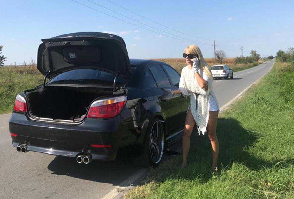 VODITELJKA DOŽIVELA NEZGODU: Bojani Ristivojević pukla guma nasred puta, a evo kako je popravila štetu! (FOTO)