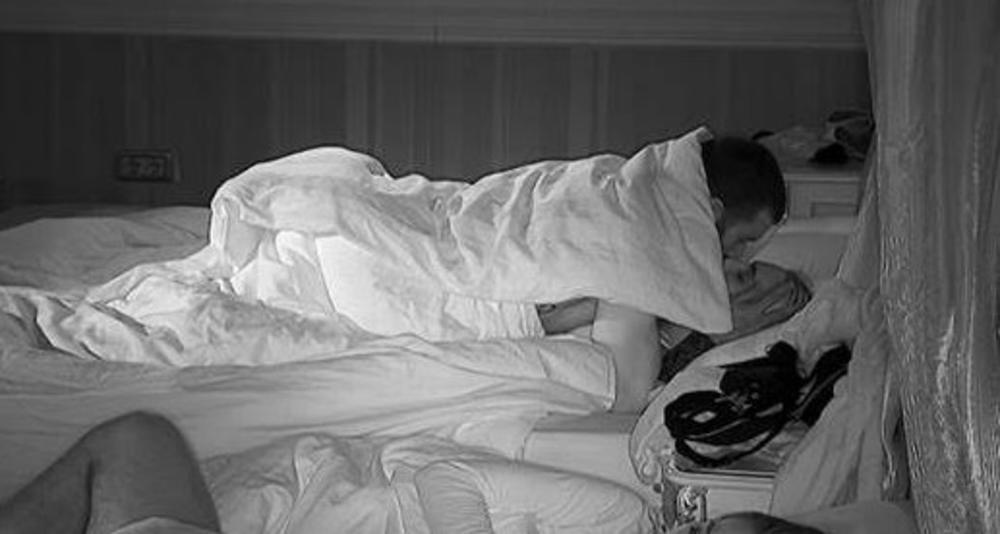 ŽESTOK SEKS DO ZORE: Nikola Lakić odvukao 15 godina mlađu Coku u krevet! SVE PRŠTALO! (FOTO 18+)