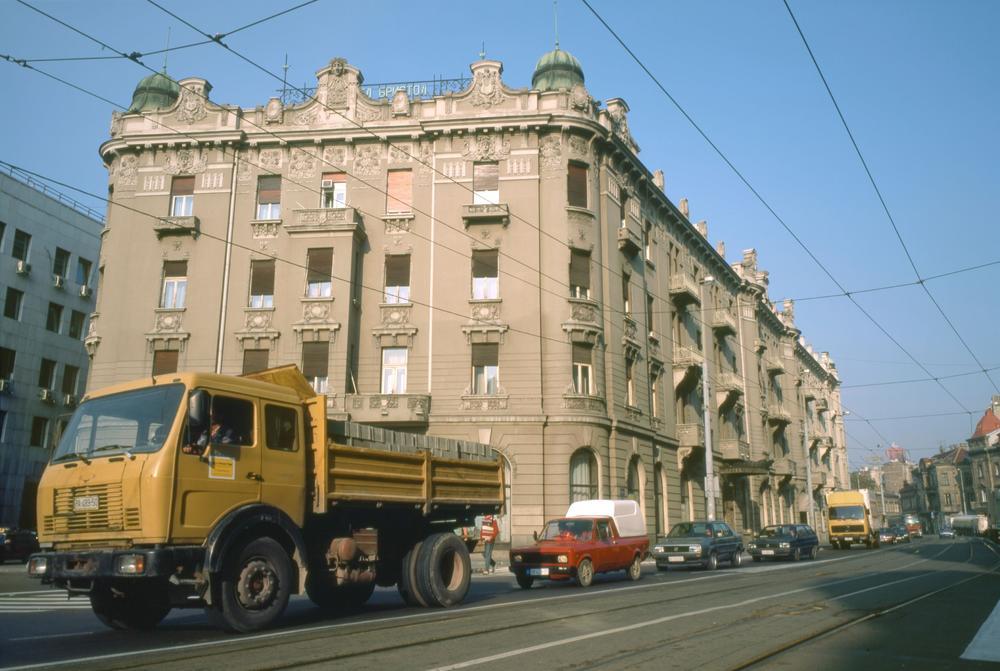 19:23h ISELJAVAJU SE VOJNA LICA IZ HOTELA BRISTOL: Stanari neće ostati na ulici, predloženo nekoliko opcija