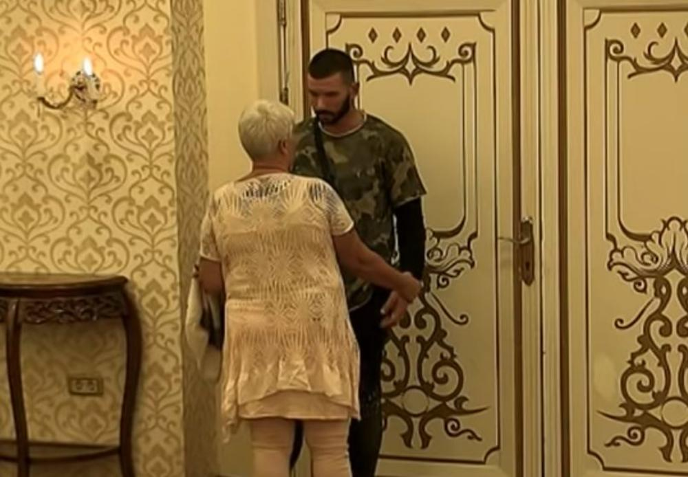 OPET IMAO SEKS U VILI PAROVA, PA DOŠLA MAJKA DA GA GRDI! Marina oplela po sinu Lakiću: Znaš da sam imala srčanih problema, Nikola! (VIDEO)