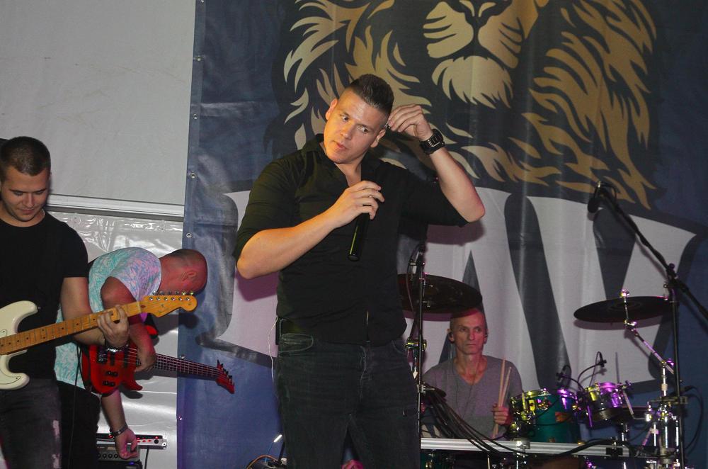 SLOBA RADANOVIĆ IDE POD NOŽ! Pevač sve češće u problemu, odlagao je nastupe, bolovao, ali nije uspeo da izbegne OPERACIJU!
