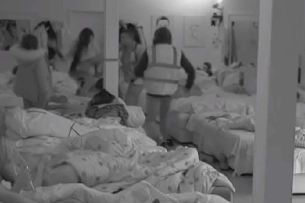 SAMO ŠTO JE UŠLA NAPRAVILA HAOS: Jelena Krunić divljački lupila ŠAMARČINU MC Damiru! SOBA MU SE OKRENULA! (VIDEO)