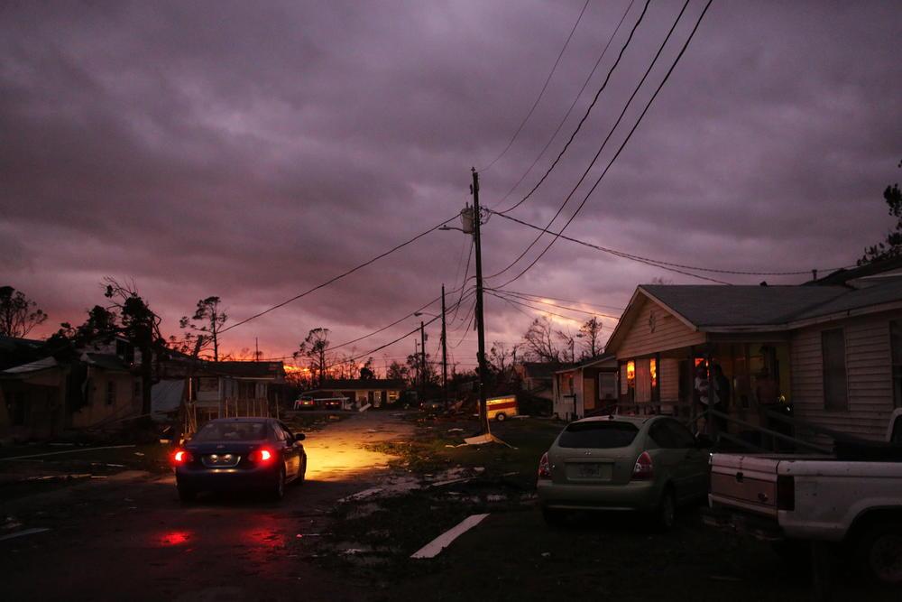 <p>Uragan MajklobruÅ¡io se juče popodne po naÅ¡em vremenu na Floridu, tačnije na oblast u blizini Meksiko Biča, na oko 32 kilometara jugoistočno od Panama sitija u regionu Penhendl, donoseÄ?i sa sobom vetrove brzine od 249 kilometara po času.</p>