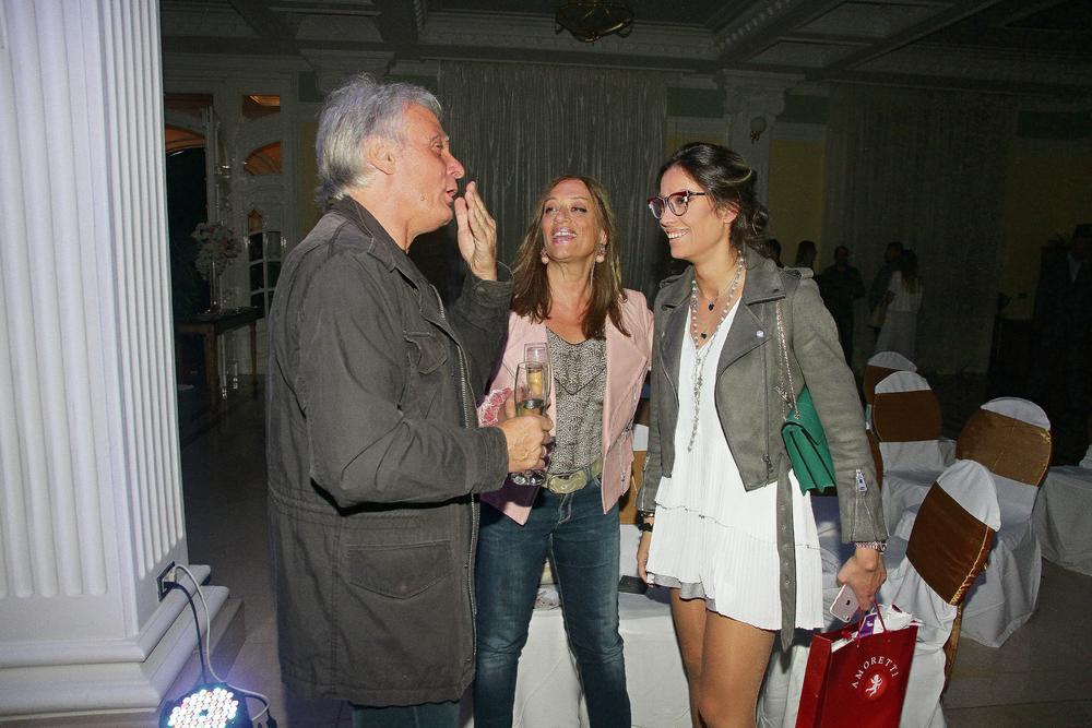 OVAKVU SVEKRVU SAMO MIRKA IMA! Glumica izjavom da ŽENA MORA DA ĆUTI u braku zgrozila Srbiju, a Vujadinova majka je napisala samo JEDNU BRUTALNO iskrenu rečenicu (FOTO)
