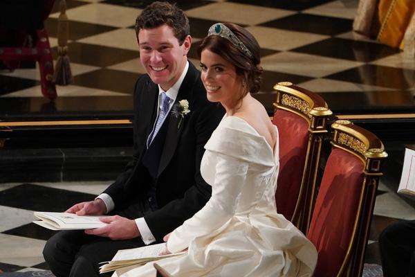 MOZDA JE PRINCEZA, ALI NIJE CVECKA: Udala se mala od skandala! Posle Harija, poslednja buntovnica kraljevske porodice  Evgenija izgovorila sudbonosno DA! (FOTO)