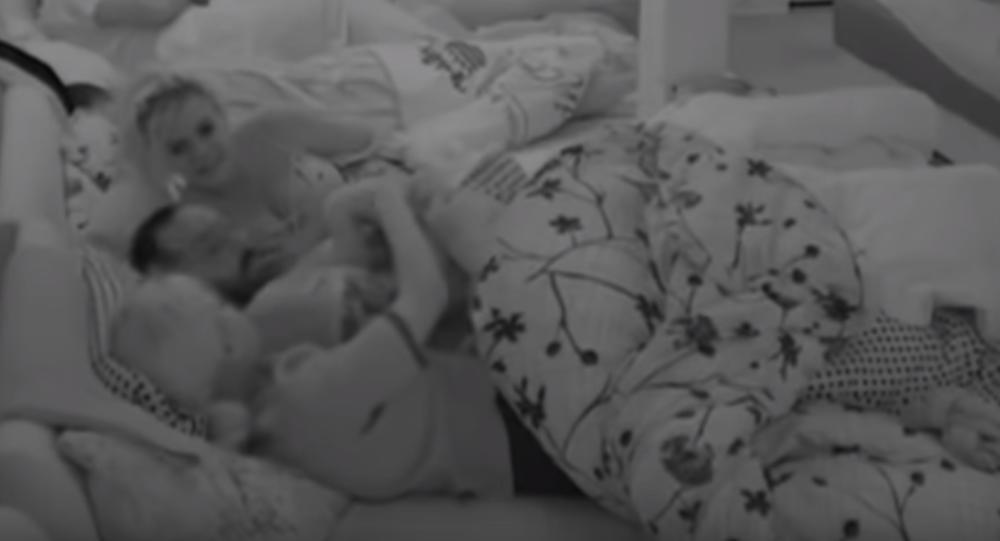 JOVICA AKCIJAO POD JORGANOM SA DVE ZADRUGARKE: U krevet seksi trenera prvo je uskočila Dorotea, pa im se pridružila i Marijana! Vrelo! (VIDEO)