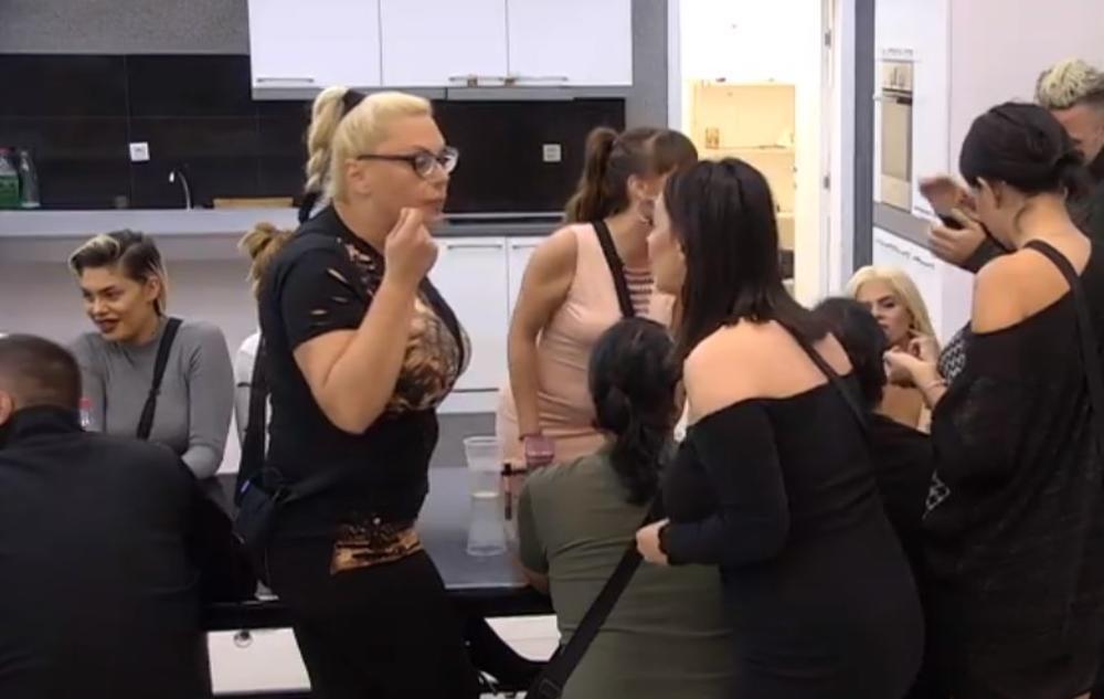 ZERINA KIPI OD BESA, MILJANA JOJ OPASNO STALA NA ŽULJ: Prostitutko, treba ti terapija, dokazivaćeš se na SUDU! Marija ustala da brani ćerku! (VIDEO)