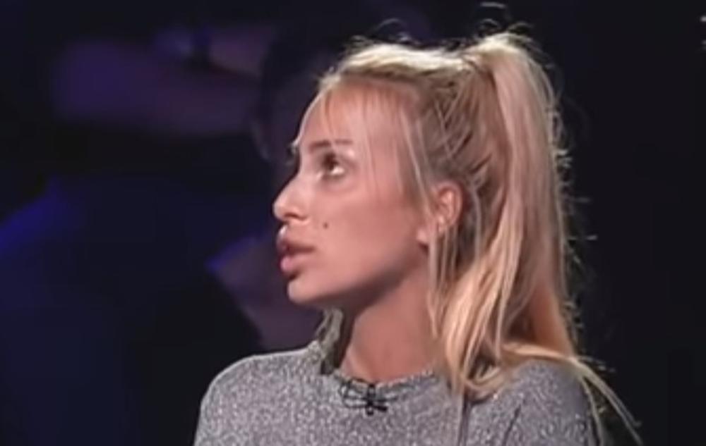 LJUBILA SE U USTA SA SESTROM BLIZNAKINJOM, SPEKULISALO SE DA SU DELILE DEČKA: Sada je Miljana Arsić napustila rijaliti i otkrila veliku TAJNU! (VIDEO)