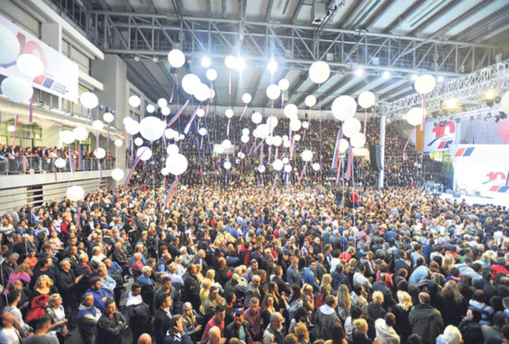 Proslava u Kraljevu... Aleksandar Vučić i Toma Nikolić došli zajedno i dočekani aplauzom