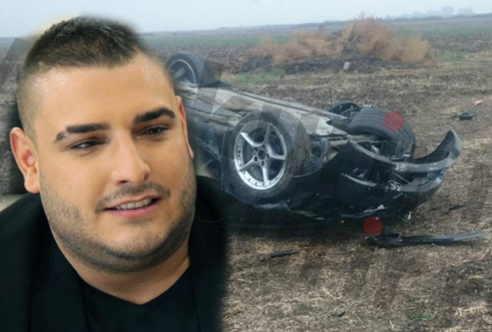 PRVE FOTOGRAFIJE SA MESTA JEZIVE NESREĆE DARKA LAZIĆA: Sleteo s puta, prevrnuo se na krov! Auto smrskan, a delovi razbacani svuda okolo! (FOTO)