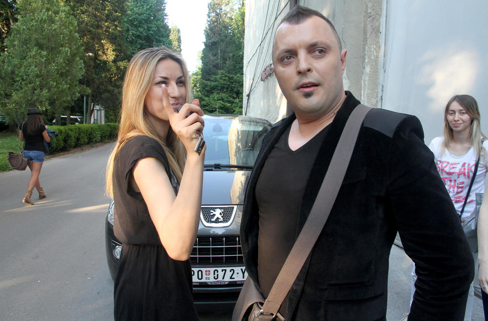 RADU MANOJLOVIĆ ZAUSTAVILA POLICIJA U HRVATSKOJ: Pevačica dala gas, a kad je radar uhvatio pokušala da izbegne kaznu i doživela ŠOK!