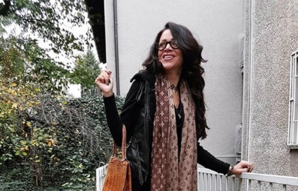 DUNJA ILIĆ SKROZ GOLA NA KREVETU: Pevačicu prozivaju da se bavi prostitucijom, a ovakav odgovor niko nije OČEKIVAO! (FOTO 18+)