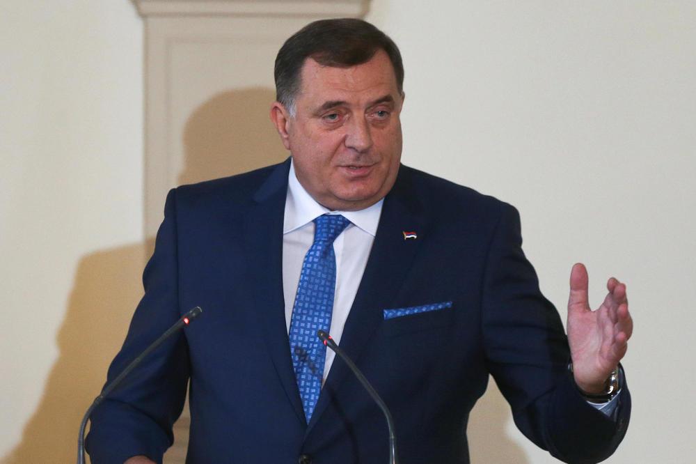 DODIKOVOJ PRATNJI ZABRANILI DA UĐU S ORUŽJEM U PREDSEDNIŠTVO: Čuvaće me policija Republike Srpske, neću da budem glineni golub!