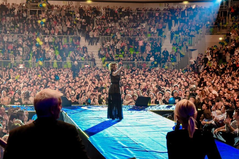 NEDA UKRADEN ODUŠEVILA LJUBLJANU: Pop kraljica pevala pred 12.000 Slovenaca u dvorani Stožice!