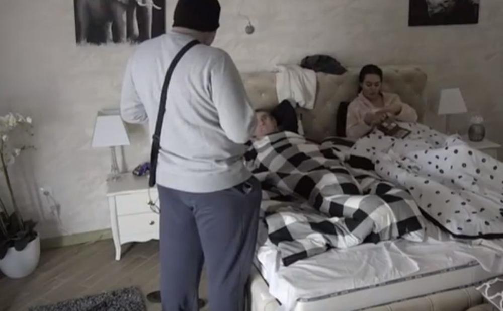 MIKI SIGURAN DA JE ČABARKAPA ALEKSANDRINA I LJUBINA ŽRTVA! Vrela crnka od šoka u krevetu s Lepim Mićom: Daleko mu lepa kuća I SVE ŽIVO! (VIDEO)