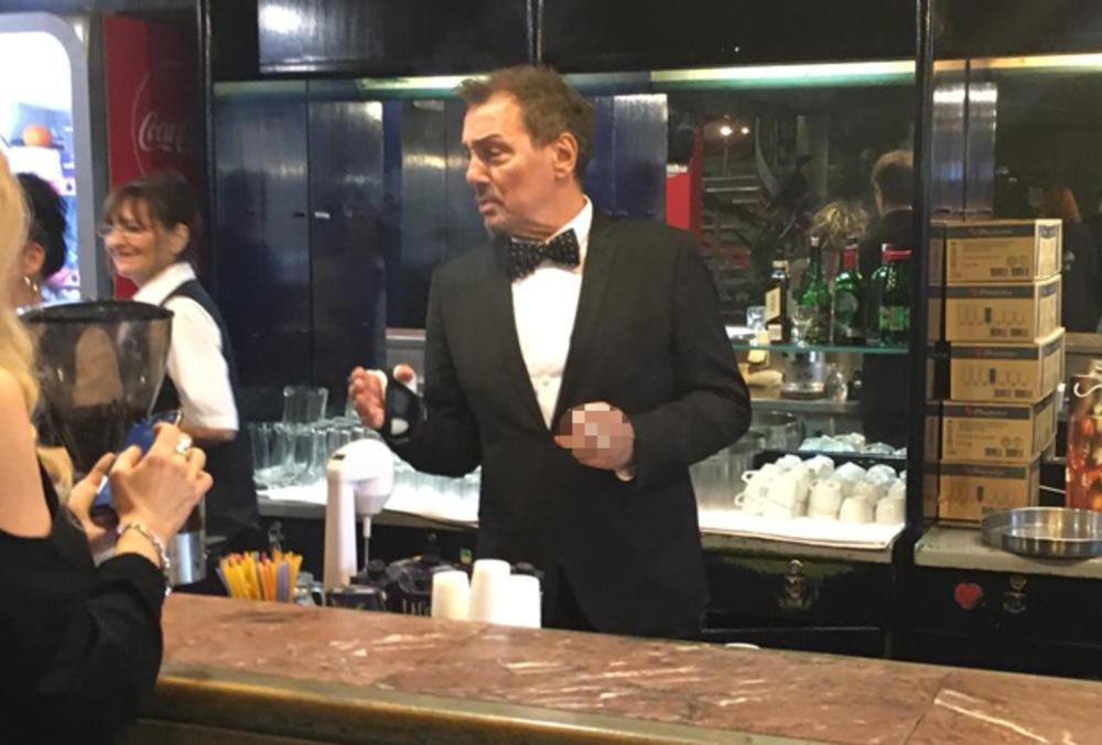 ZGAZILA ME SNAJKA ŠTIKLOM: Keba sa ZAVOJEM na ruci konobariše po Košutnjaku, a razlog je HIT (KURIR TV)