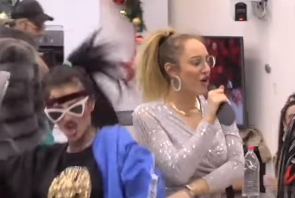 ŠTA ONA IMA ŠTO NEMAM JA? Luna Đogani pevala pesmu Slobi, a onda je na kraju rekla OVO i svima stavila do znanja šta OSEĆA! (VIDEO)