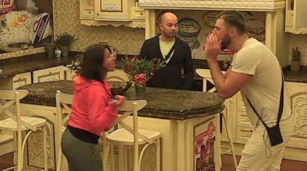 KRAVO, U KOJU ŠKOLU SI IŠLA? Vuja zaratio sa Žizelom, a ona odmah osula po njegovoj devojci!