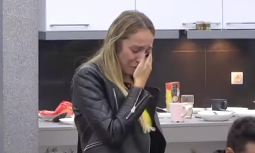 LUNA ĐOGANI VREĐA, PLAČE I PRIVREĐUJE: Blogerka od rijalitija zaradila 42.000 EVRA, a potpisala je i novi ugovor sa Zadrugom!