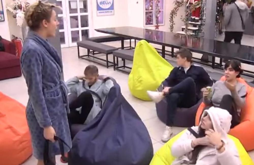 ZBOG DAVIDA JE SAMO POPREKO GLEDALA, A ZBOG OVOGA BI JE PREBILA! Aleksandra i Luna na ratnoj nozi: Panika zavladala rijaliti kućom! (VIDEO)