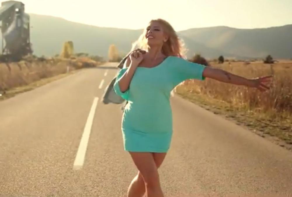 ČAROBNA HRVATICA BELLA SE SPREMA ZA OSVAJANJE SRBIJE! Zagrebačka Pamela Anderson uživa u Beogradu!